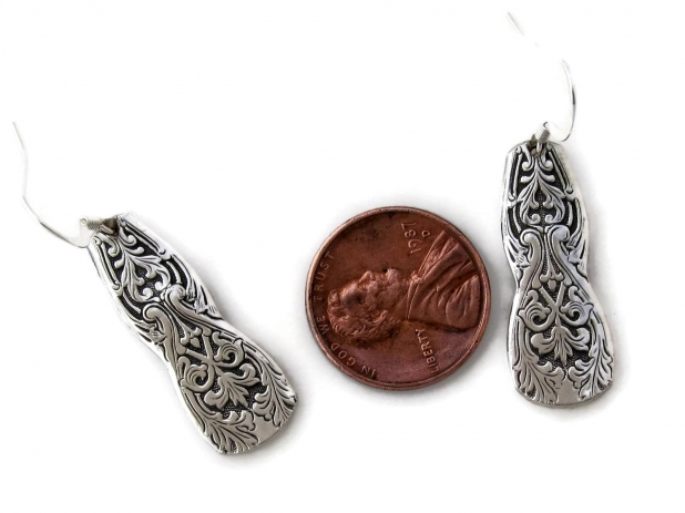 Alhambra earrings size comparison
