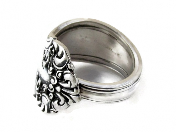 Spoon Ring Avon D Monogram front