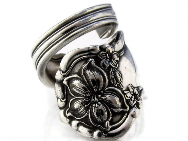 orange blossom spoon ring front view