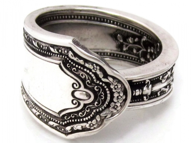 Romance spoon ring