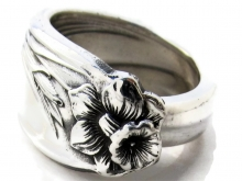 Daffodil Spoon Ring Front View