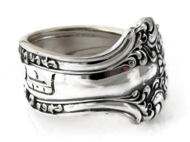 Spoon Ring Avon D Monogram Side view