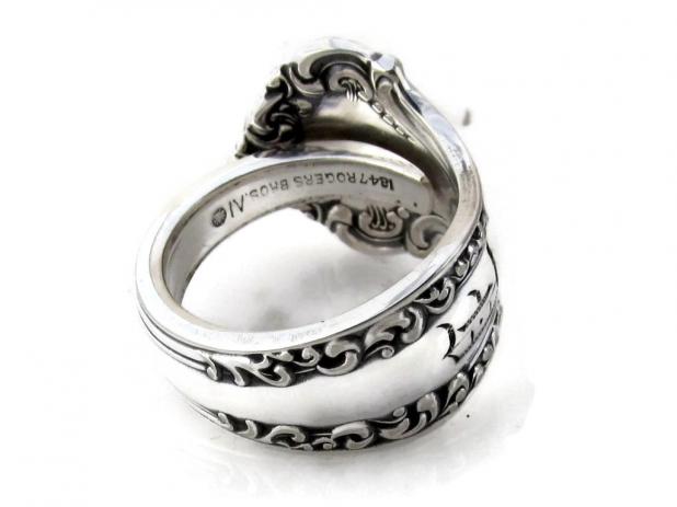 Spoon Ring Avon D Monogram back