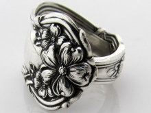 Arbutus spoon ring front view